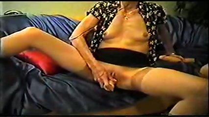 Mature inserts a dildo in her pussy - scene 5