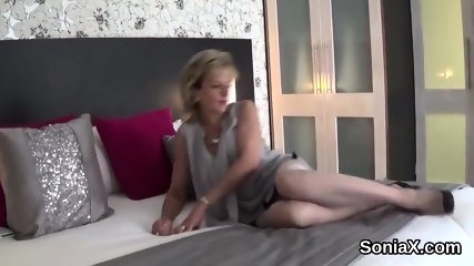 Adulterous british mature lady sonia pops out her massive boobs