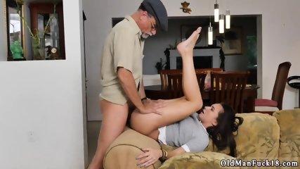 porno-starikov-na-domashnyuyu-kameru-massazh-eroticheskiy-s-maslom-video