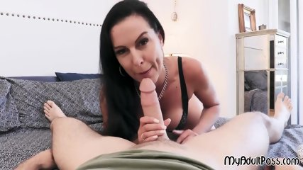 Horny MILF Texas Patti gives perfect blowjob