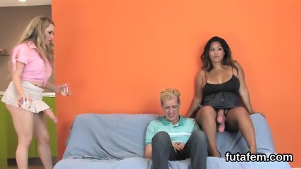 Cuties bang bfs butt hole with big strapons and splash love juice