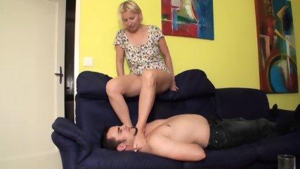 Footladies choke slaves with their feet