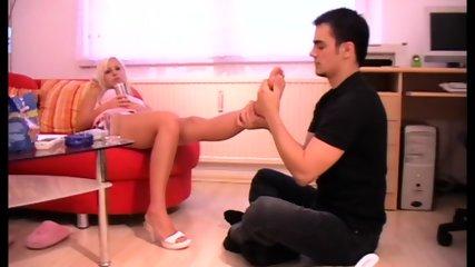Guys give Fetishladies Footmassage