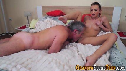 Teen slut gets licked