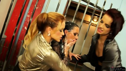 Stacy Silver Leila Smith And Gina Devine Creamy Lesbo Trio Tears It Up