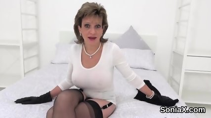 Unfaithful british mature lady sonia shows off her huge hooters