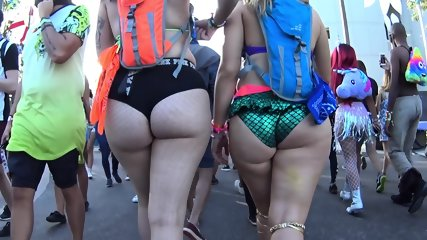 BIG ASSES IN THE WILD PART 3!