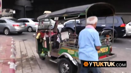 Hot slut is taken on a tuk tuk back to tourists place for a hot coochie drilling