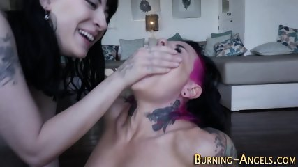 Tatted gothic slut jizzed