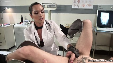 Gorgeous shemale fucks guy in sixtynine