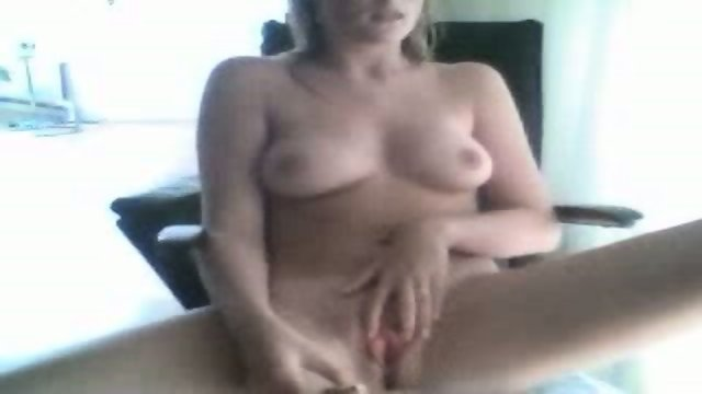 Webcam Girl Masturbating