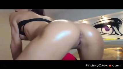 Sexy Brunette Shakes & Shows Ass Off On Cam