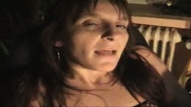 MAture lady pussy playing at home