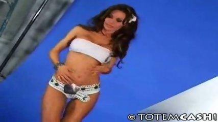 Crissy Moran modeling - scene 4