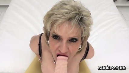 Adulterous english mature lady sonia unveils her huge boobies