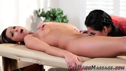 Asian masseuse tastes vag
