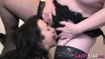 Mature lady tongues pussy