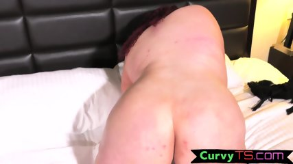 Fat tranny wanking on the bed