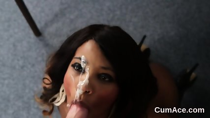 Peculiar babe gets cumshot on her face swallowing all the cream