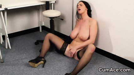 Nasty babe gets cumshot on her face eating all the jizm