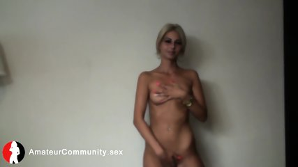 Glam eurochick shows off her hot body