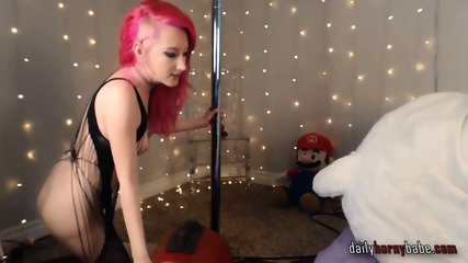 Redhead Suicide Babe in stockings Rides Sybian on webcam