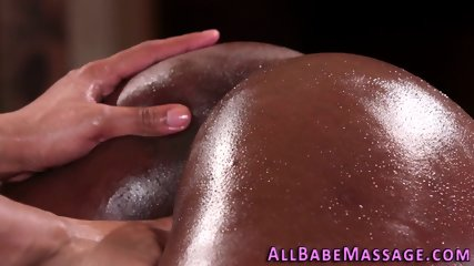 Ebony masseuse fingers les