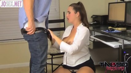 Babe Masturbates pussy over a Desk and fucked by boss Her acc bit.do/eTXen