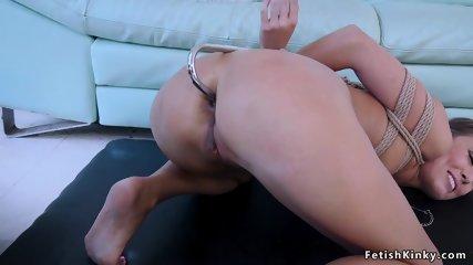 tiener geëxploiteerd porno