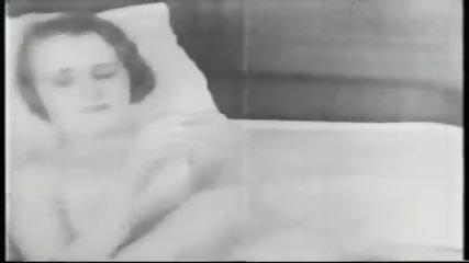 feel in lesbian pub - circa 1930s