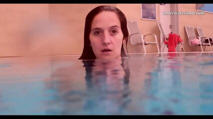 Piyavka Chehova swims naked in the pool and strips