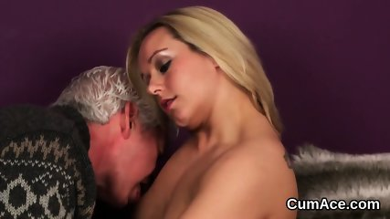 Peculiar sex kitten gets cumshot on her face swallowing all the cream