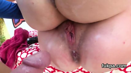 Striking babe flaunts huge ass and gets butthole penetrated