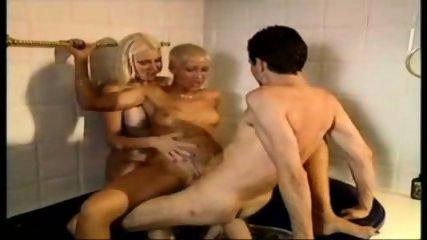 Bathtube-threesome - scene 8