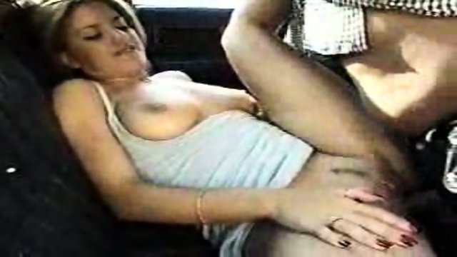 Nice Latina Girl gets banged on the Backseat