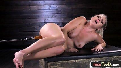 Curvy Machine Beauty Enjoys Riding Sybian