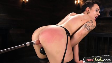 Alluring Babe Enjoys Riding Sybian