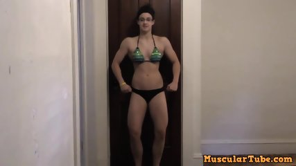 Teen Musclegirl Chelsea Posing Practice