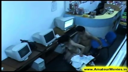 Amateur - Brasilian couple in internet cafe - scene 9
