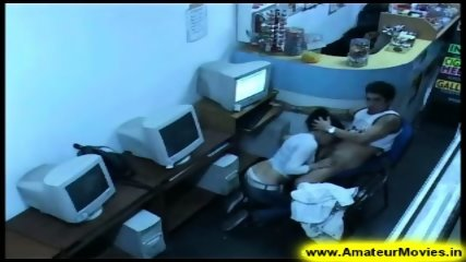 Amateur - Brasilian couple in internet cafe - scene 5