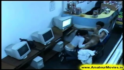 Amateur - Brasilian couple in internet cafe - scene 6