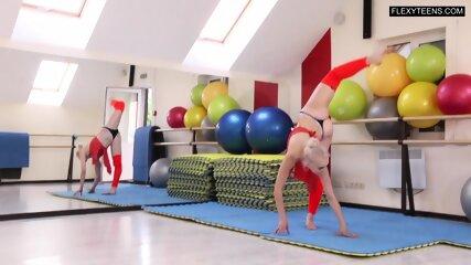 Dora Tornaszkova nude splits and bridges