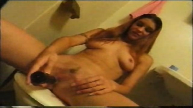 Swedish Amateur Girlfriend masturbates