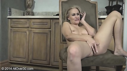 Mature Lady Shows Her Body