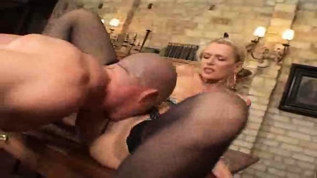 German Milf gets screwed by unsatisfied Employee