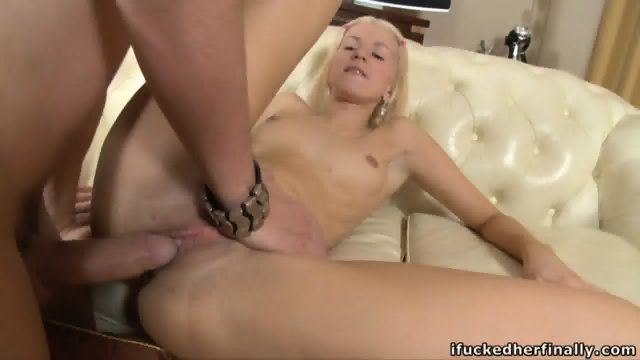 Teen Gives Her Pussy