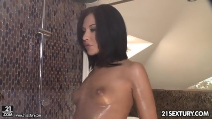 Glamorous Babe Enjoys Sex - scene 1