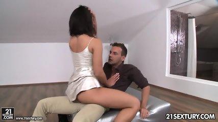 Glamorous Babe Enjoys Sex - scene 3