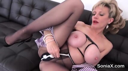 Cheating british mature lady sonia unveils her heavy titties