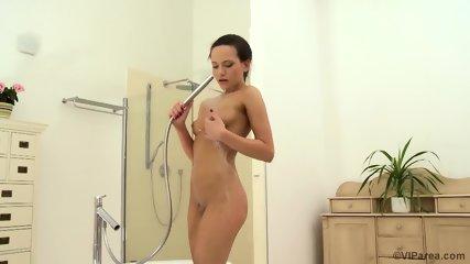 Nice Solo In The Bathtub - scene 11